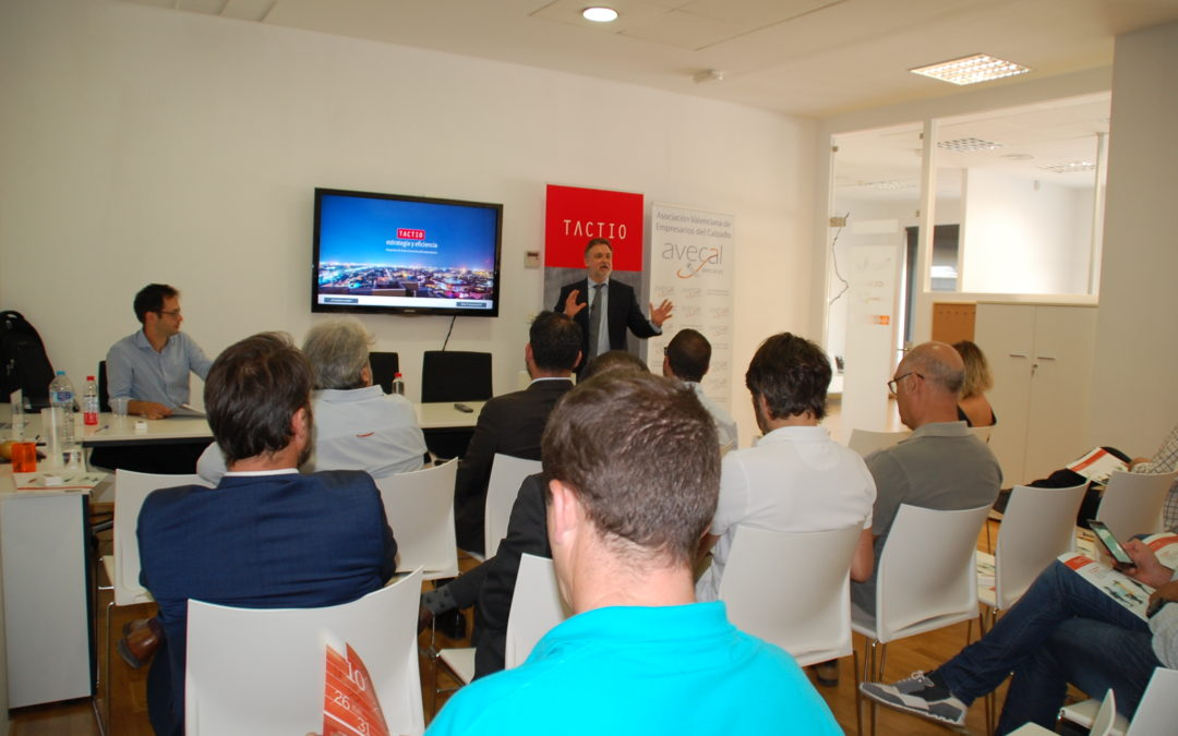 AVECAL reúne a empresarios en un taller profesional para mejorar las potencialidades de las pymes en la gestión comercial en el mundo digital